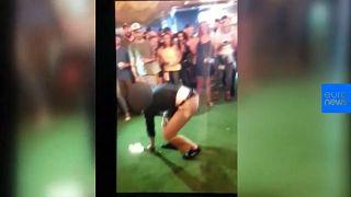 [Vídeo] Un agente del FBI dispara por accidente en un bar