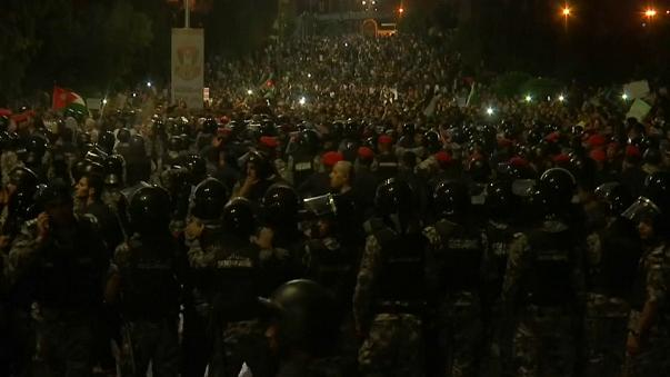 After days of protests Jordan's PM resigns