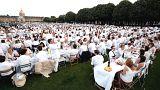"""Paris'te """"Bembeyaz Akşam Yemeği"""""""