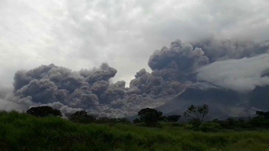 شاهد : مئات القتلى والجرحى جراء ثوران بركان فويغو في غواتيمالا