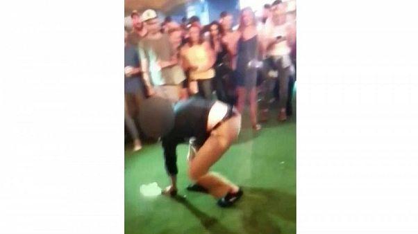 Táncolás közben kiesett fegyverével lábon lőtt valakit egy FBI-ügynök