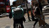 Un fattorino di Deliveroo a Madrid
