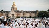 """Hatalmas """"fehér tömeg"""" lakomázott Párizsban"""