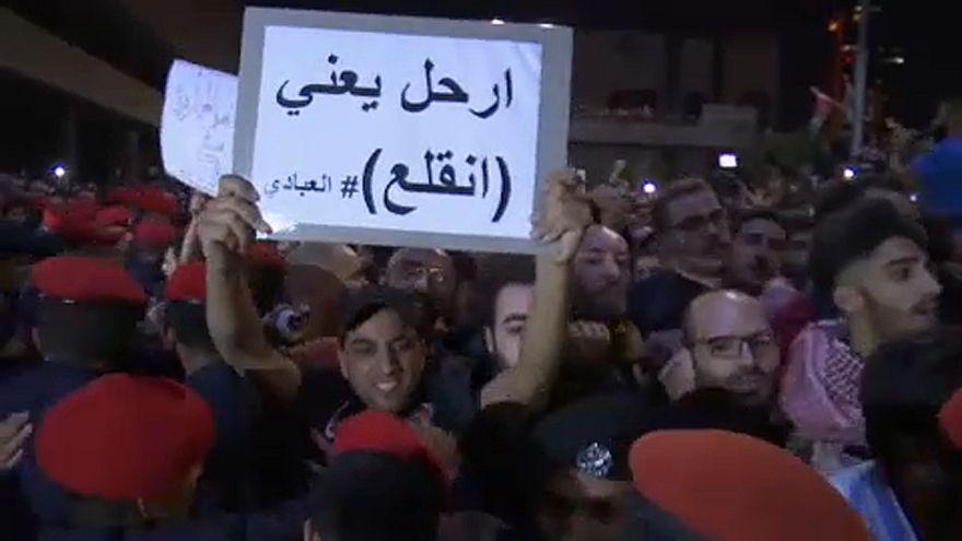 Tüntetések után lemondott Jordánia kormányfője