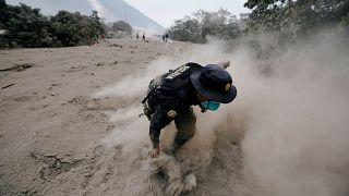 Momentos de angustia después de la erupción del Volcán de Fuego en Guatemala