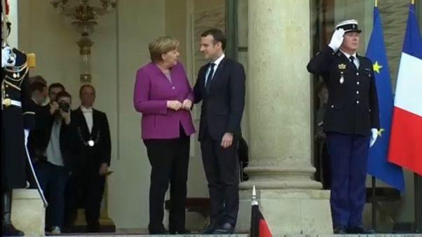Merkel busca un consenso con París para reformar la eurozona