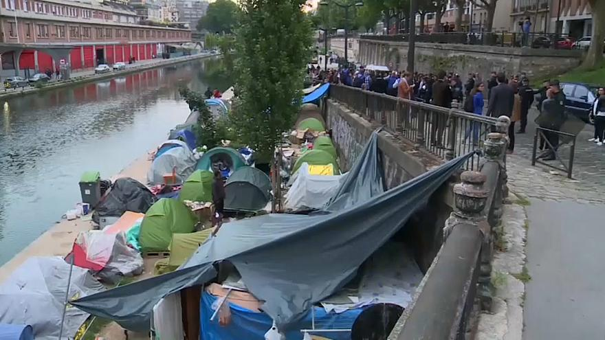 Police move migrants from makeshift camp by Canal St Martin in Paris