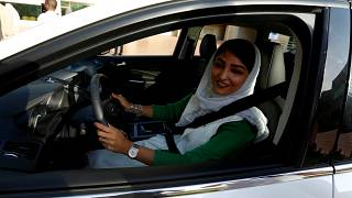 Suudi Arabistan'da kadınlar ehliyet almaya başladı