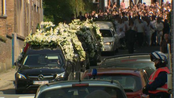 شاهد: موكب جنائزي مهيب لتشييع جثامين ضحايا هجوم لييج