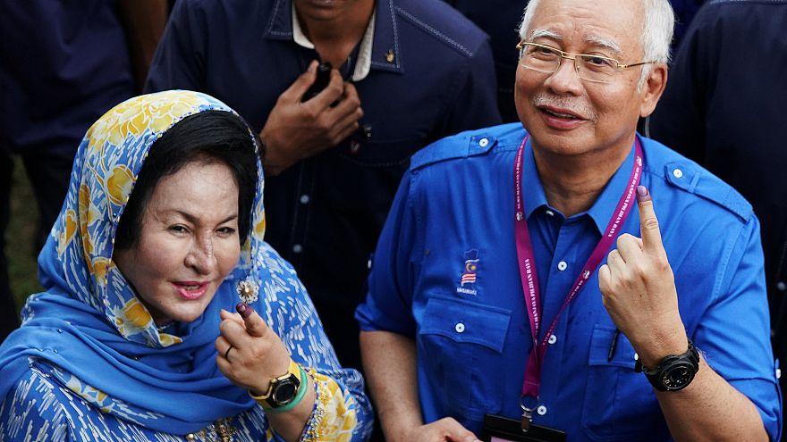 Avukatlar eski Malezya Başbakanı'nın eşinin rüşvet davasından çekildiğini açıkladı