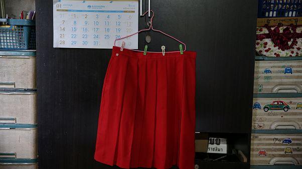 Şort giymek isteyen erkek öğrencilere 'etek giyin' teklifi