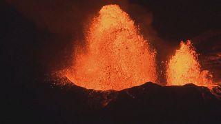 مشاهد ليلية مذهله للحمم البركانية في هاواي