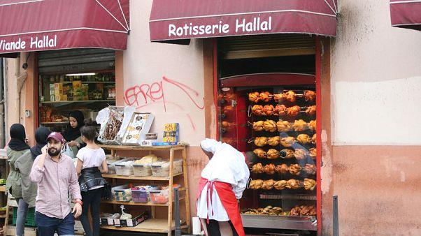 Ramazan'la yüzü değişen semtler: Fransa Lyon'dan Ramazan manzaraları