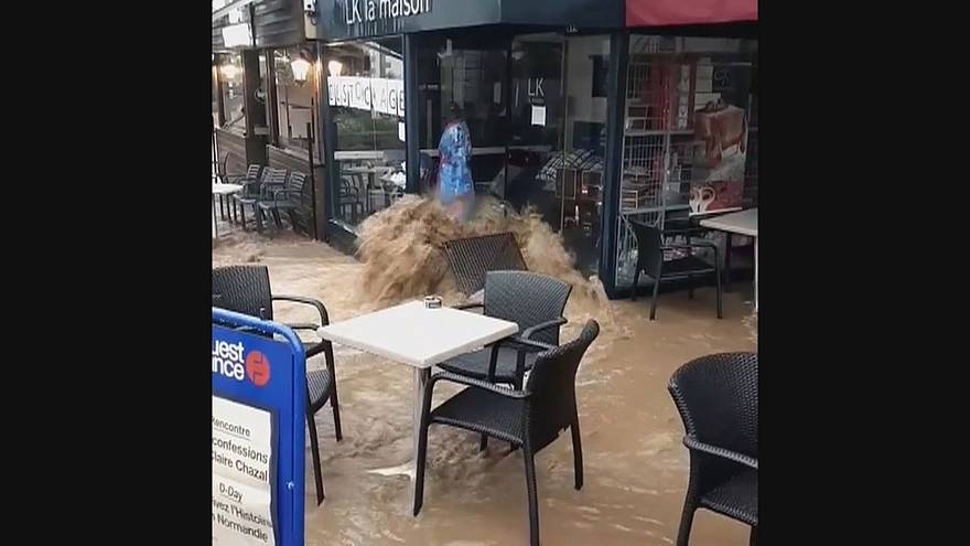 فيضانات في شوارع مورليه الفرنسية بسبب هطولات مطرية قياسية