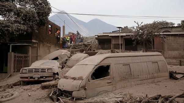 Ganze Ortschaften wurden durch die Asche und Lava zerstört.