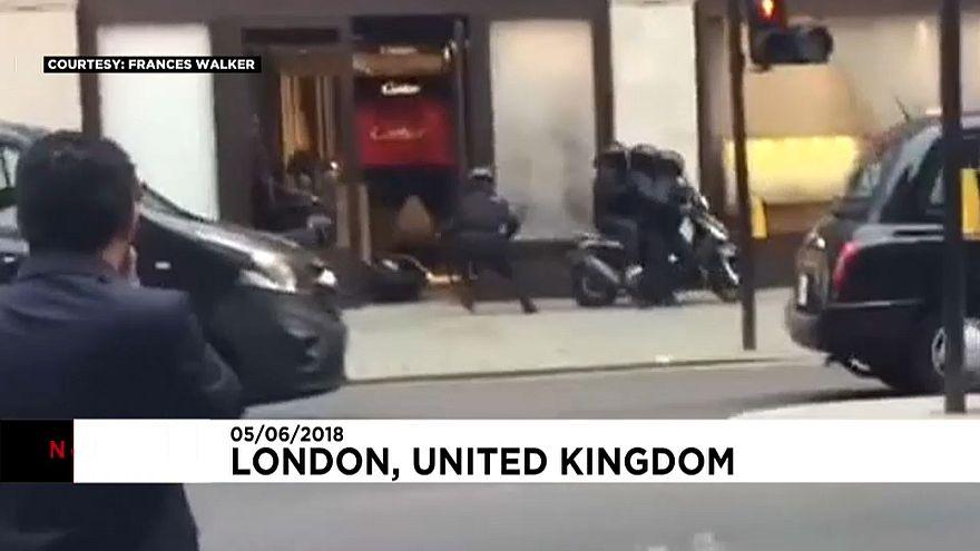 Ils braquent une bijouterie et s'échappent en scooter
