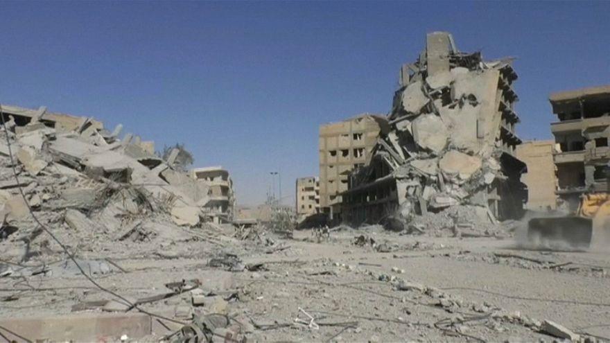 """Amnistia Internacional denuncia """"potenciais crimes de guerra"""" em Raqqa"""