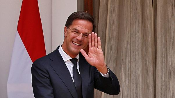 Feltakarította a holland miniszterelnök a kiöntött kávéját