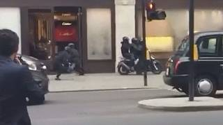 Um assalto com scooters em pleno centro de Londres