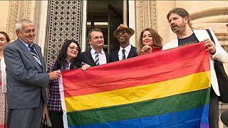 """Couple gay : même """"droit de séjour"""" dans l'UE"""