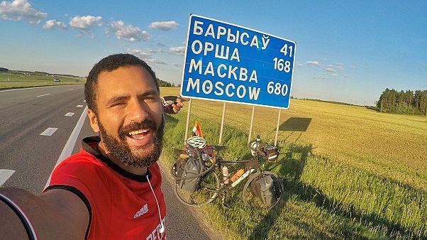 المصري ابن نوفل ينجح في قيادة دراجته الهوائية من القاهرة إلى روسيا
