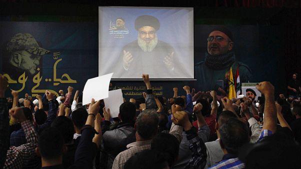 شاشة أثناء مشاهدة خطاب لحسن نصرلله في لبنان