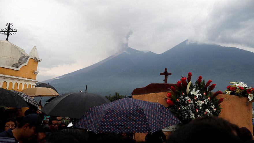 Vulcão de Fogo com nova erupção