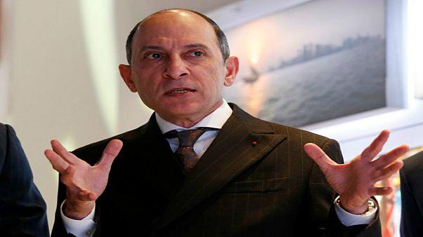 """رئيس الخطوط الجوية القطرية يعتذر عن تصريحات """"تُميز بين الجنسين"""""""