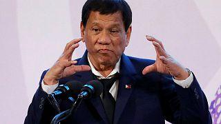 """الرئيس الفلبيني : سأستقيل إذا احتج """"عدد كاف"""" من النساء على قبلتي"""