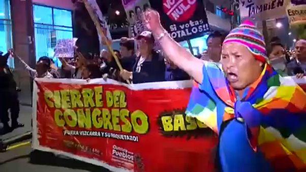 Mehrere tausend Menschen sind in Lima auf die Straße gegangen.