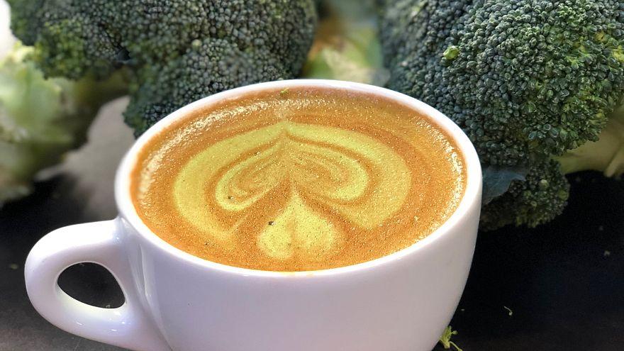 قهوة البروكولي تصنع من خليط مسحوق الخضار مع الاسبريسو والحليب