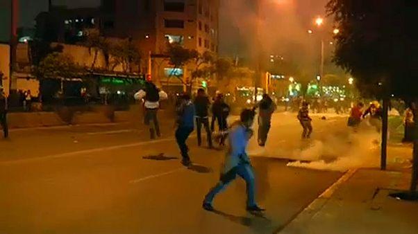 Confrontos durante protestos em Lima