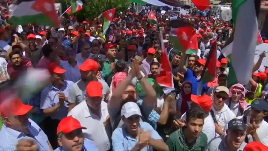 نقابات أردنية تستمر في إضرابها رغم تغيير الحكومة