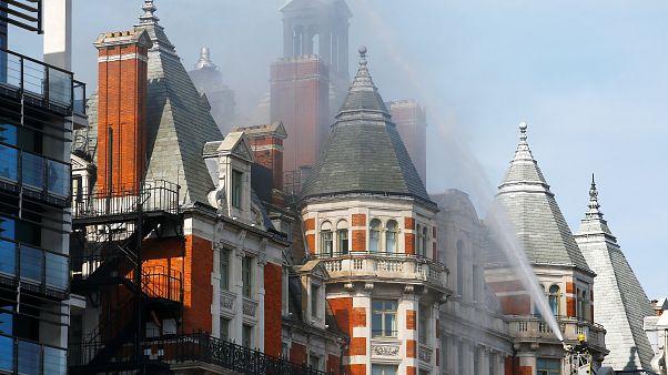 Großbrand in Hotel im Londoner Stadtteil Knightsbridge