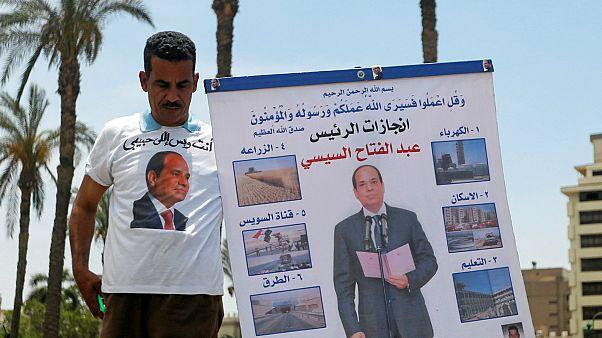 أحد مؤيدي الرئيس المصري عبد الفتاح السيسي خلال الانتخابات الرئاسية - رويترز