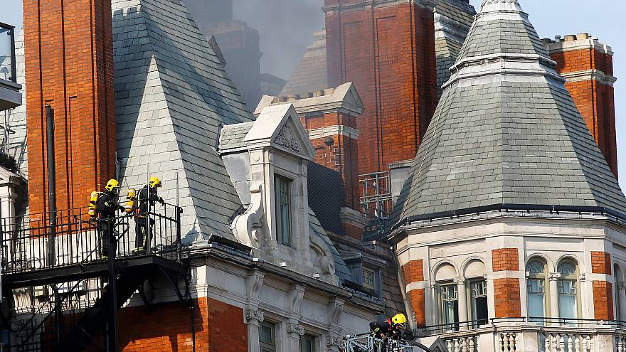 Londra'daki ünlü otelde yangın