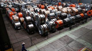 UE: Novas tarifas aduaneiras contra EUA em julho