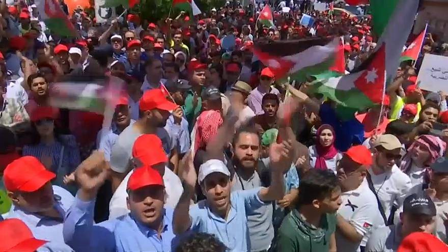 Some Jordanian unions hit pause on strikes, but people still angry