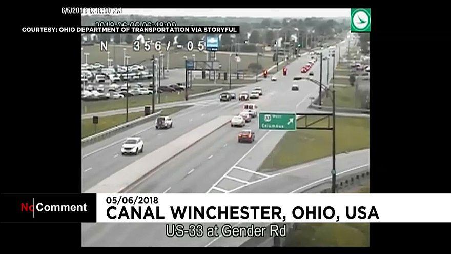 Condutor em sentido contrário espalha caos em estrada de Ohio
