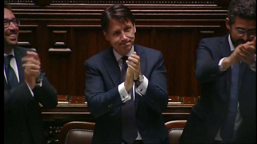 Investido Giuseppe Conte