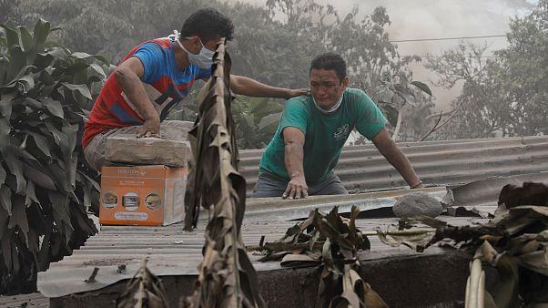 Γουατεμάλα: Αγώνας των διασωστών για ένα θαύμα μέσα στη λάβα