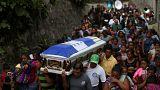 il funerale di Eric Rivas, 20 anni, tra le vittime dell'eruzione