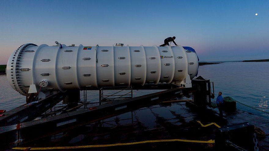 مركز البيانات أثناء تحضيره للتشغيل بقاع المحيط
