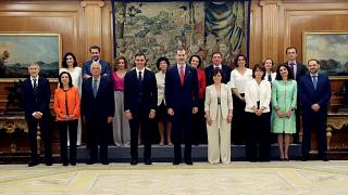 11 Ministerinnen, 6 Minister: Neue Regierung in Spanien vereidigt