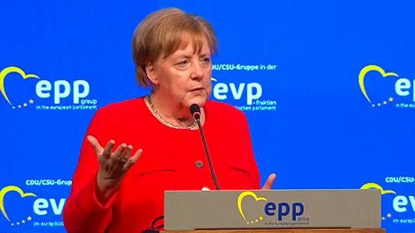 Merkel: rugalmas válasz kell a menekültválságra