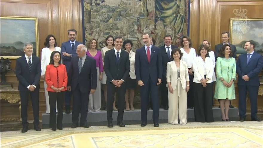 Novo governo espanhol empossado