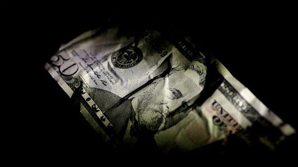 کاهش ارزش دلار آمریکا