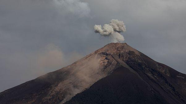 Guatemala'da küller altında kalan köy günler sonra drone ile görüntülendi