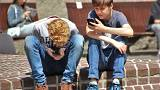 """Γαλλία: Βάζουν """"φραγή"""" στα κινητά των μαθητών"""