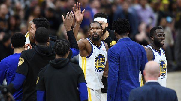 NBA: Los Warriors, a un paso de revalidar el título